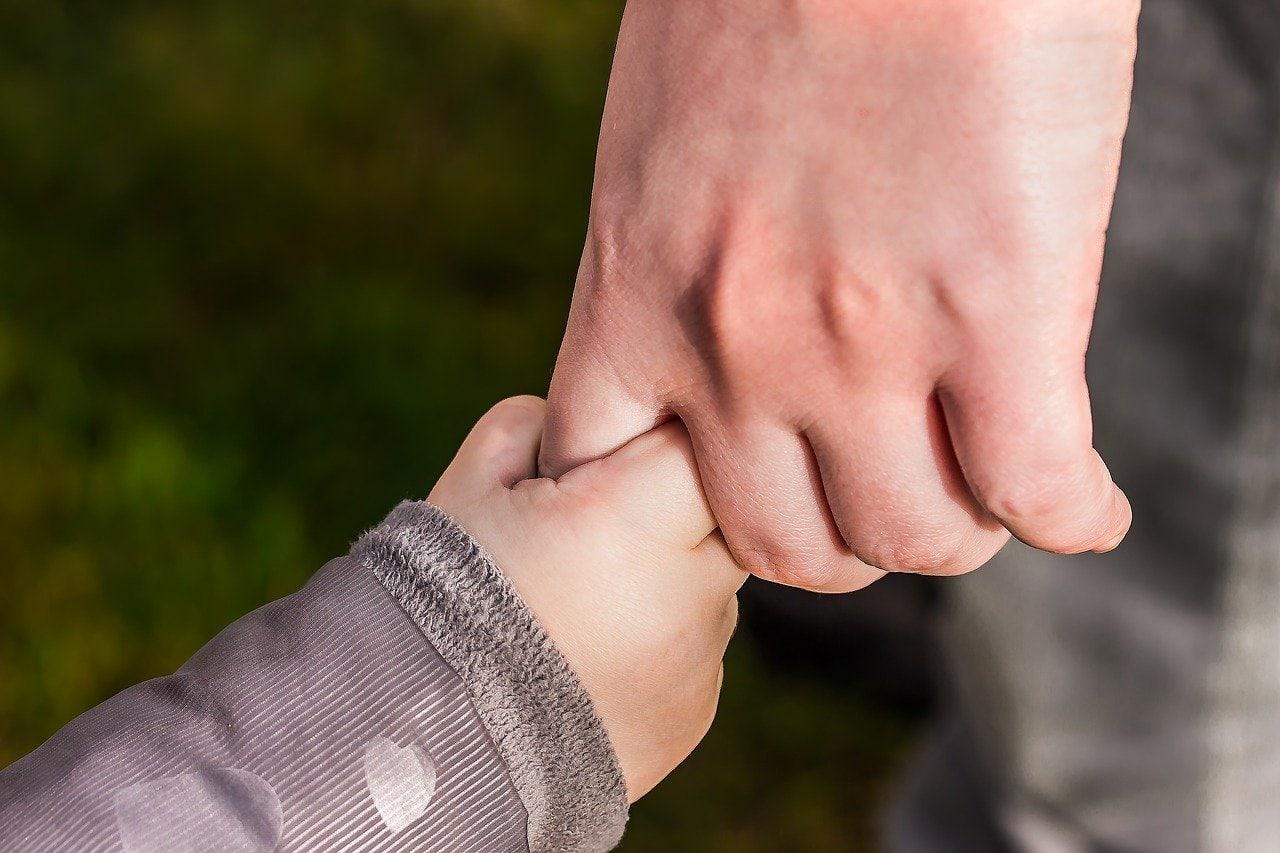 Przytulanie dzieci w żłobku - czy jest potrzebne?