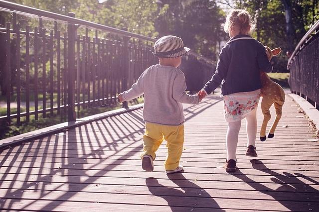 Jak nauczyć dziecko dzielenia się?
