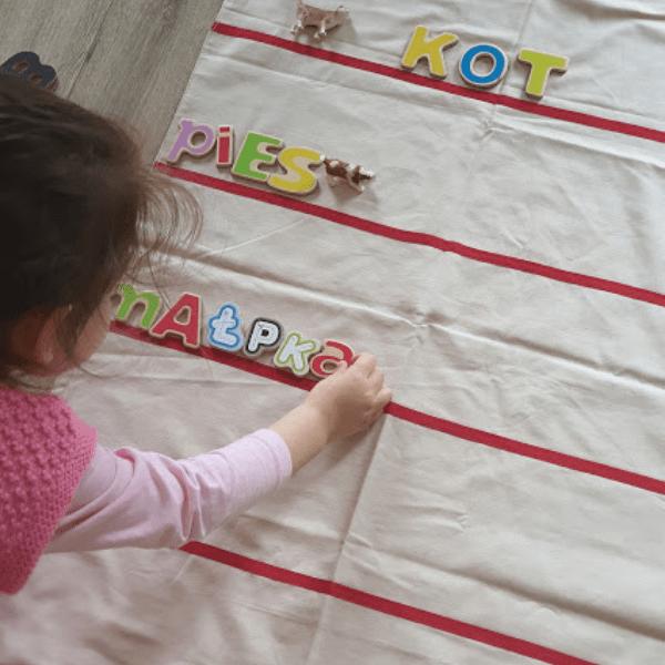 Litery i słowa czyli nauka czytania z dzieckiem