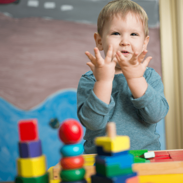 Rozpocznij przygodę z Montessori. Skorzystaj z naszego e-booka.